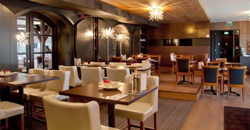 restaurant furniture placement