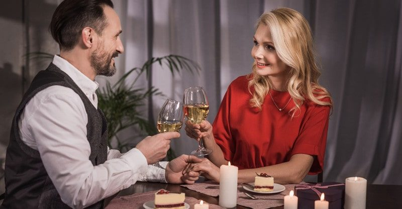 romantic date at home