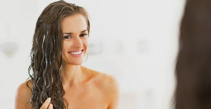 woman moisturize her hair